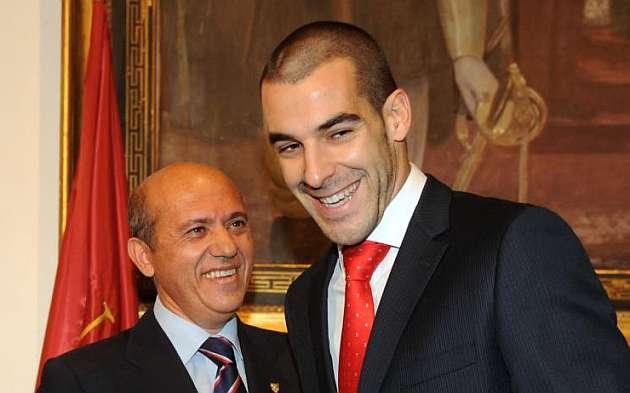 Del Nido niega que haya oferta del Málaga por Negredo