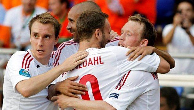 Dinamarca castiga la falta de puntería holandesa