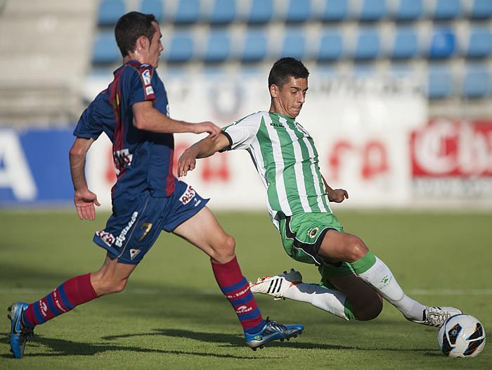 El Racing no supera sus problemas con el gol y cae ante el Eibar