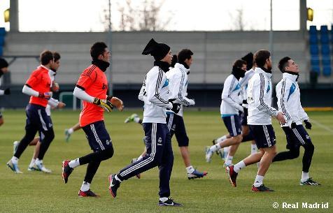 Higuaín y Varane, novedades en el último entrenamiento del Real Madrid