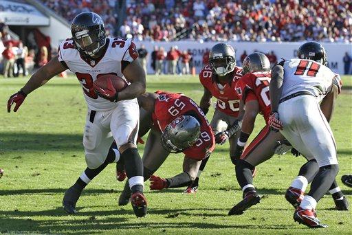 Atlanta saca adelante un duro partido en Tampa