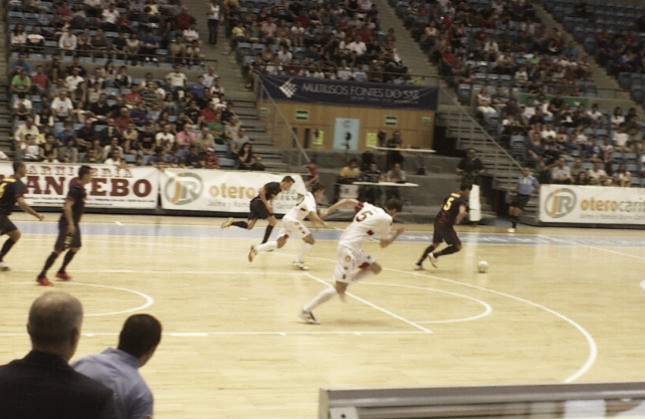 Reparto de puntos en un igualado Santiago Futsal - FC Barcelona Alusport