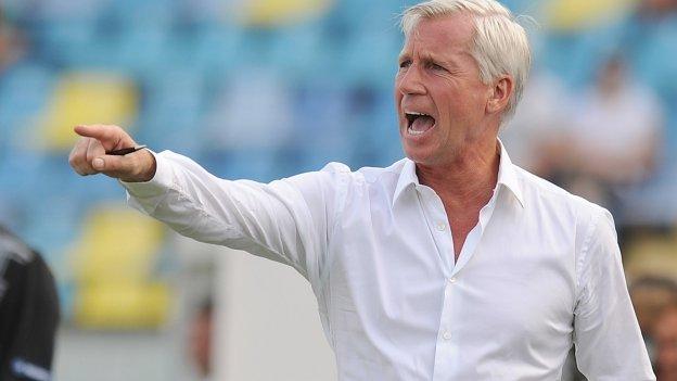 Alan Pardew renueva hasta 2020 con el Newcastle