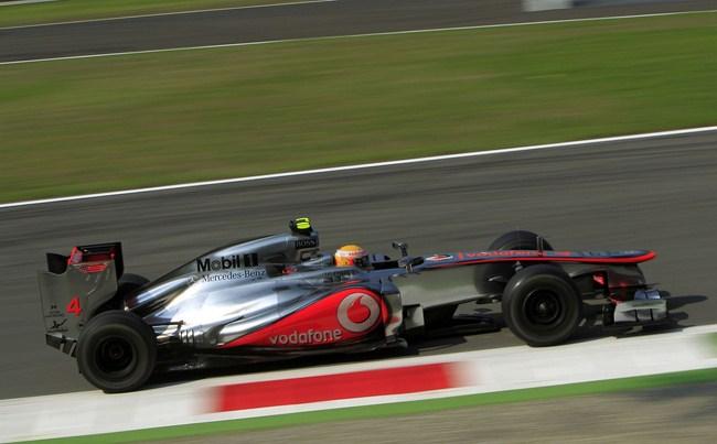Hamilton consigue la pole en casa de Ferrari