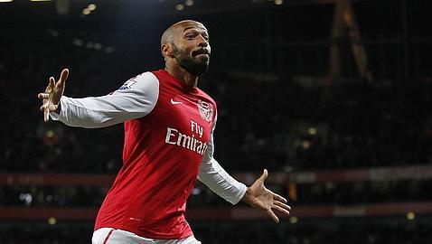 Henry le da la victoria al Arsenal en su regreso al Emirates