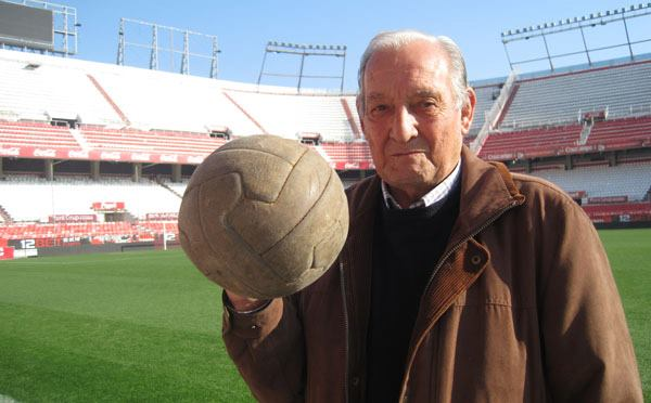 Antonio Valero recibe el V Dorsal de Leyenda como reconocimiento a su carrera