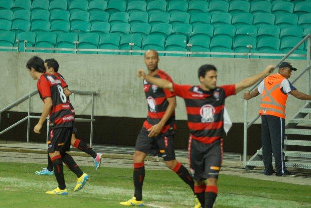Após goleadas, Vitória e Vasco se enfrentam no Barradão