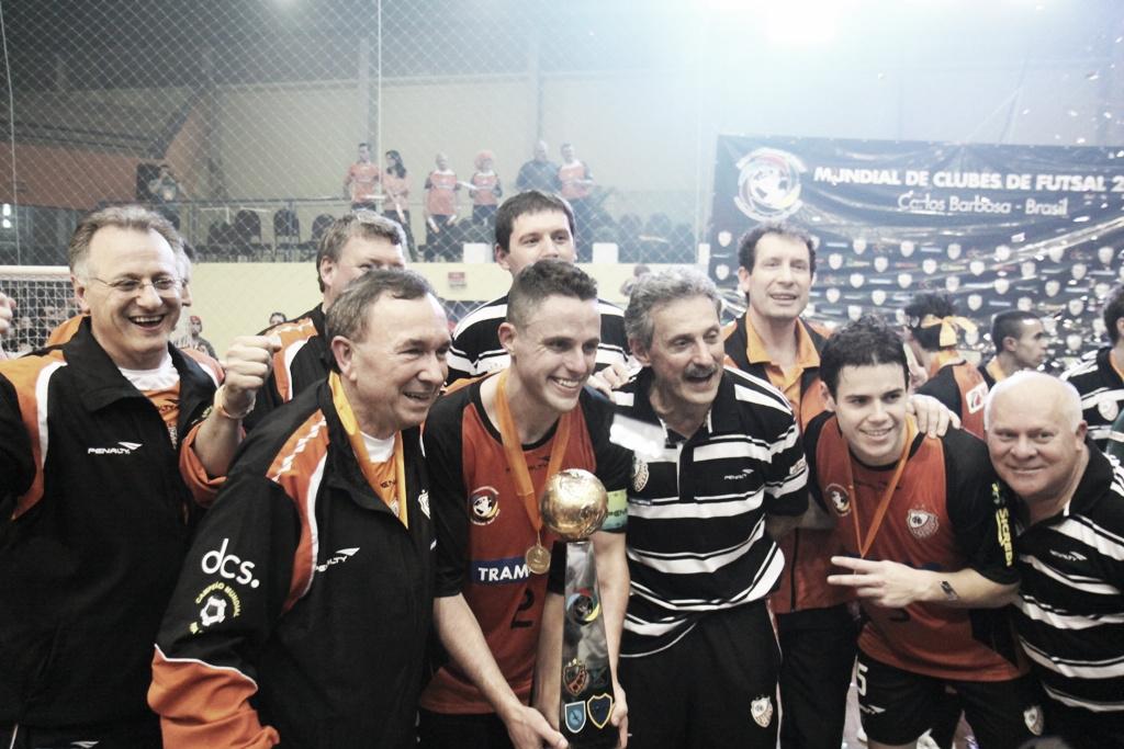 Carlos Barbosa, campeón de la Copa Intercontinental al golear a Inter Movistar