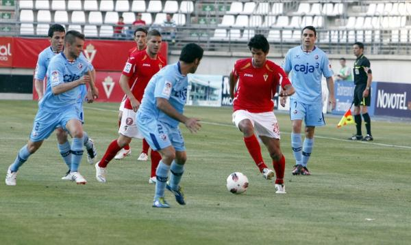 El Huesca vence en Nueva Condomina ante un Real Murcia ya de vacaciones