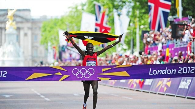 El ugandés Kiprotich agua la fiesta a los kenianos y se proclama campeón de maratón