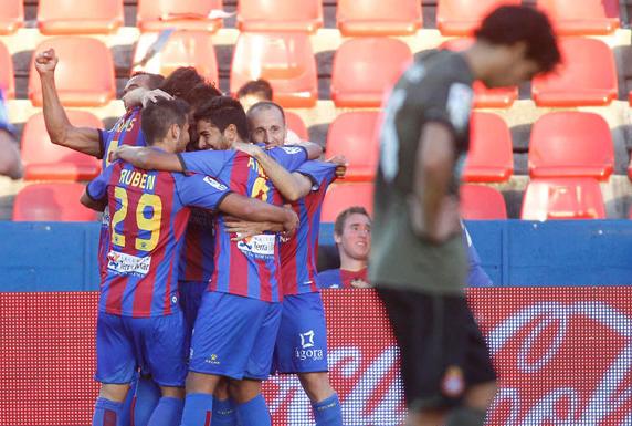 El Levante remonta a un Espanyol bipolar en el último suspiro