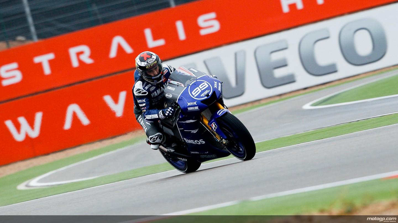 Lorenzo se lleva la pole en Motorland por delante de Pedrosa