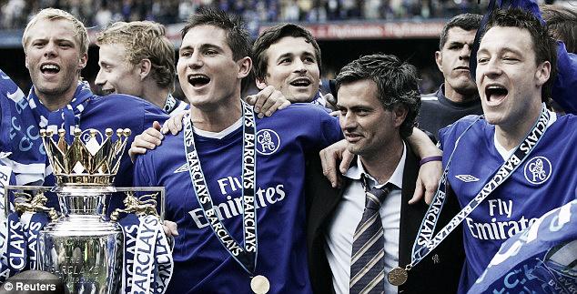 Segundo jornal, Mourinho já assinou contrato com o Chelsea