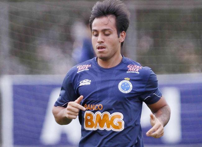 Recuperado de lesão, Martinuccio é relacionado para enfrentar o Botafogo