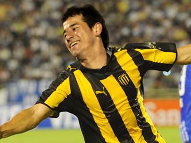Peñarol goleó 4 a 1 a Bella Vista y se subió a la punta