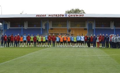Los internacionales guardaron un minuto de silencio antes del entrenamiento de ayer (Imagen: RFEF)