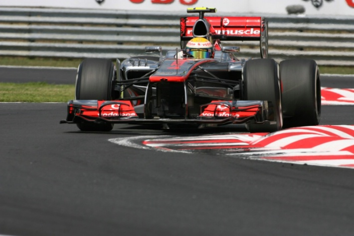 Hamilton acaba primero en los últimos entrenamientos libres del GP de Italia