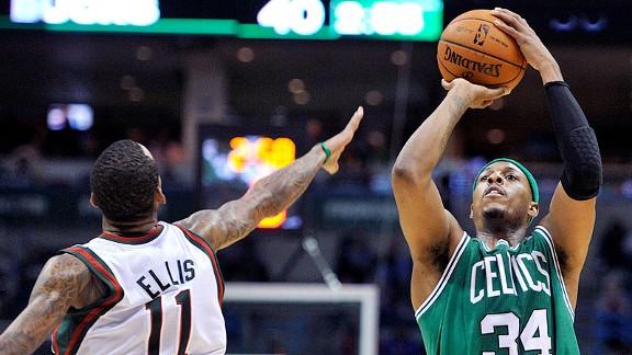 Milwaukee gana a los Celtics en una prórroga con un final polémico