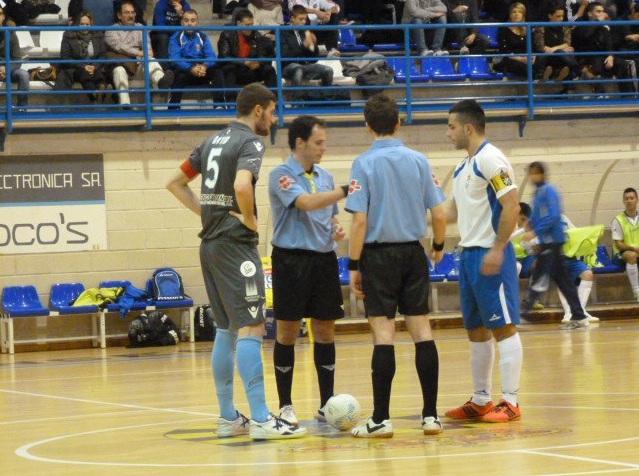 Pinseque planta cara pero cae ante Santiago Futsal que ya está en cuartos