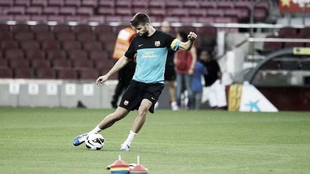 Piqué entrenó esta tarde por primera vez con sus compañeros y podría tener minutos ante el Madrid