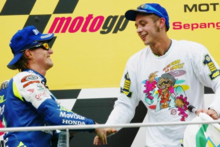 Serial 10 años de MotoGP: 2003, Rossi conserva la corona con Sete al acecho