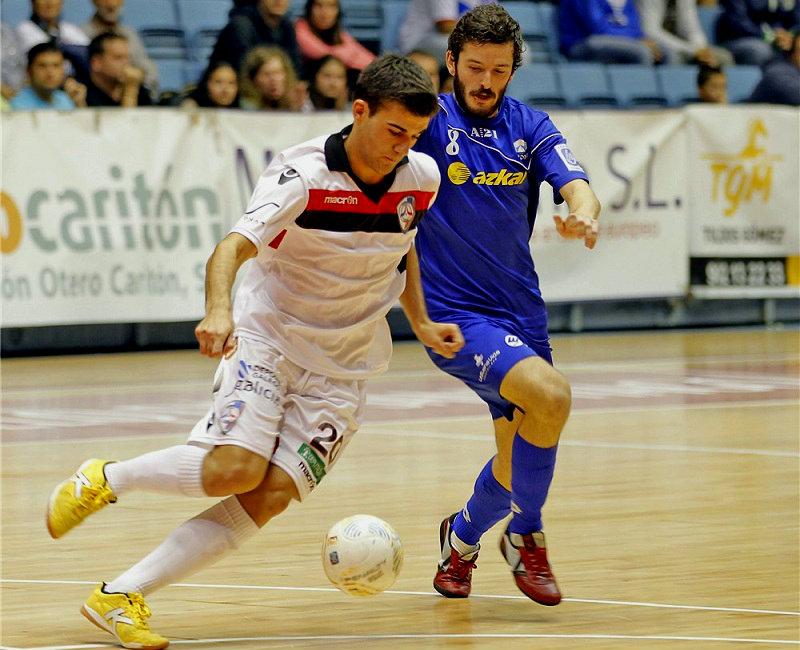 El Santiago Futsal se lleva un primer e intenso derbi gallego ante Azkar Lugo