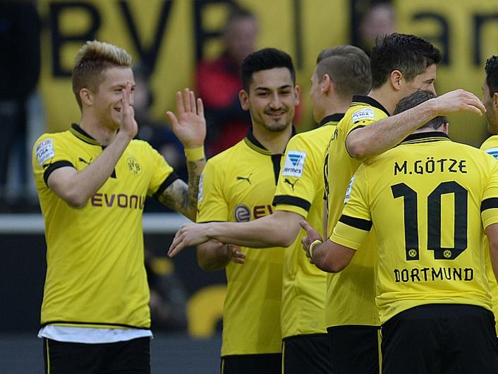 Reus e Lewandowski garantem mais uma vitória do Dortmund