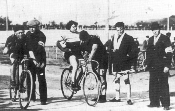 Alfonsina Strada compite en el Giro