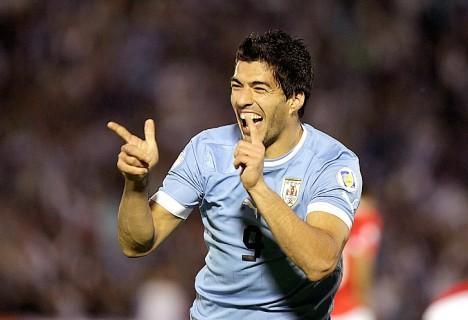 Victoria justa de Uruguay ante un Chile sumergido en problemas