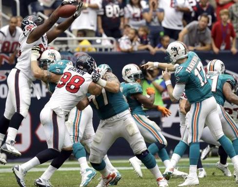 Los Texans se imponen con comodidad en el mal debut de Tannehill