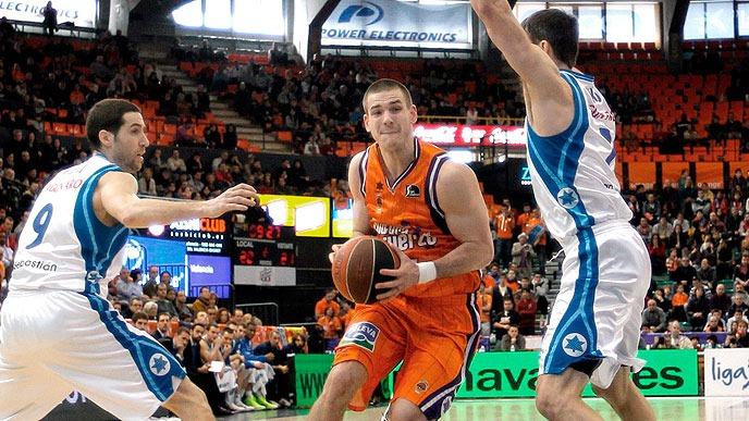 Valencia Basket 82 - 60 Lagun Aro : Nando de Colo y un tercer cuarto infernal dejan el 1-0 en casa.