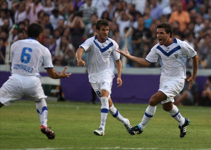 Vélez le dio un cachetazo a Defensor en el debut