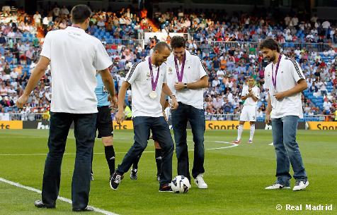 El Bernabéu ovacionó a los subcampeones olímpicos de baloncesto