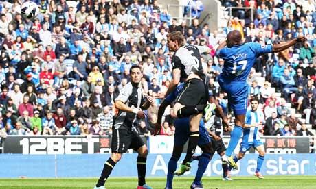 Wigan e Tottenham ficam no 2 a 2 e perdem chances de melhorar sua situação no campeonato