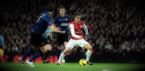 El Manchester United vence al Arsenal y sigue a la caza del City
