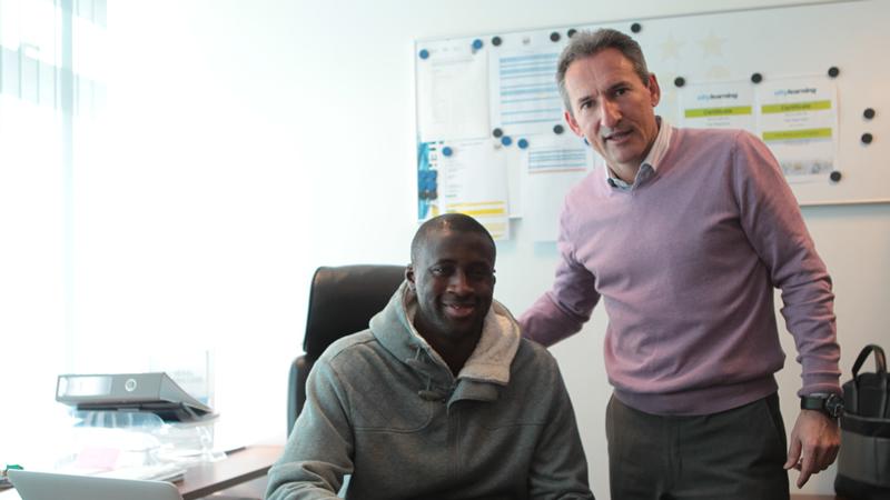 Yaya Touré renova com o Manchester City por quatro anos