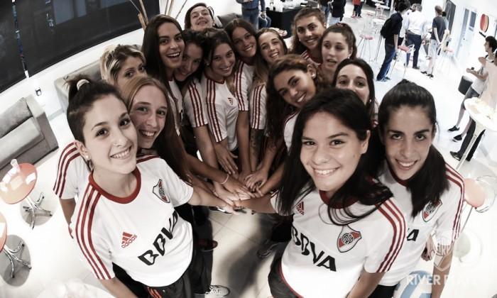 Debuta el equipo de vóley femenino