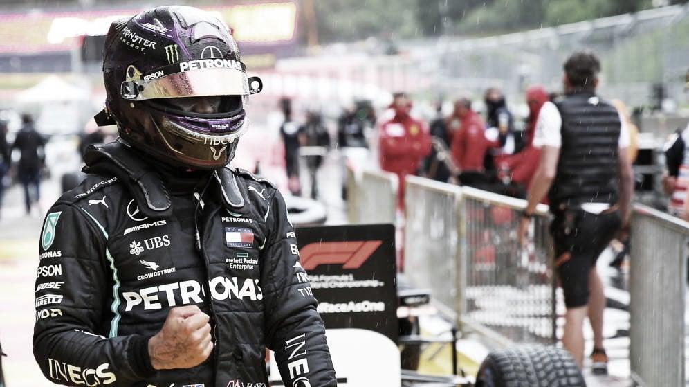 Hamilton logra una pole aplastante en la lluvia