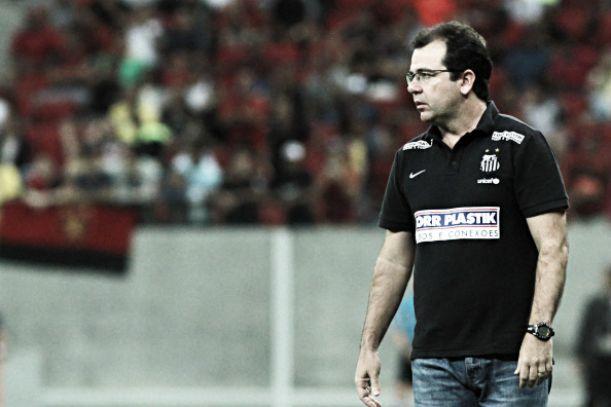 Enderson Moreira cita recorrentes erros de finalização do Santos, mas acredita que equipe jogou bem