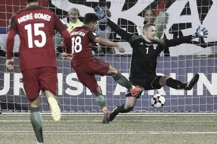Ilhas Faroé 0-6 Portugal: André Silva deu três «prendas» a Fernando Santos