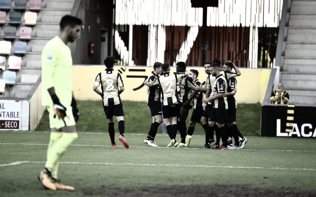 Los jugadores del Barakaldo en la celebración de un gol | Foto Barakaldo CF