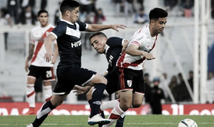 River recibe a un golpeado Vélez