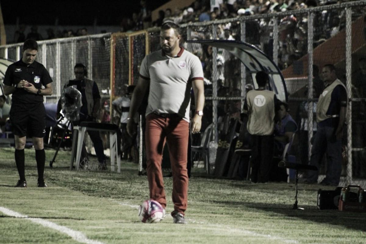 """Náutico encerra primeira fase na liderança e Roberto Fernandes desabafa: """"esse time é transpiração"""""""