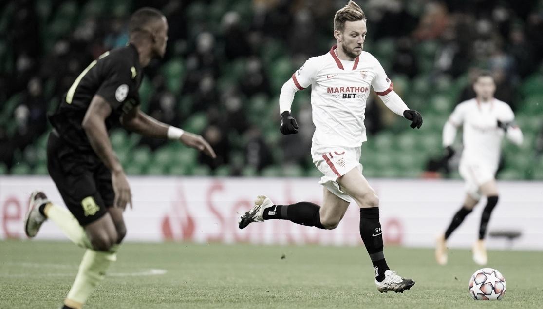 Rakitic conduciendo el balón ante el Krasnodar / Foto: Sevilla FC