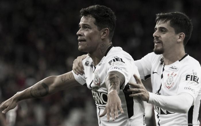 Giovani Augusto marca, Corinthians vence Atlético-PR e se aproxima do hepta