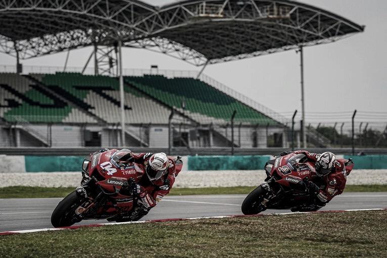 """Davide Tardozzi: """"No puedes ponerle al piloto una mascarilla al bajar de la moto""""."""