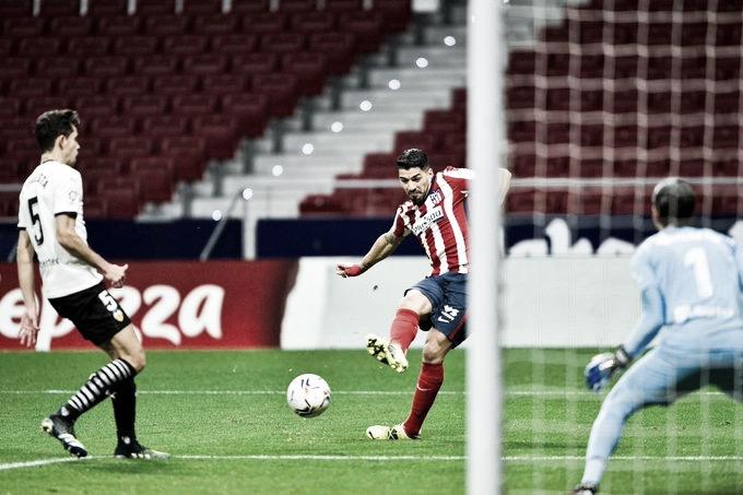 Luis Suárez ante el Valencia en el partido correspondiente a la jornada 20 de LaLiga Santander | Foto del Atlético de Madrid en Twitter (@Atleti)