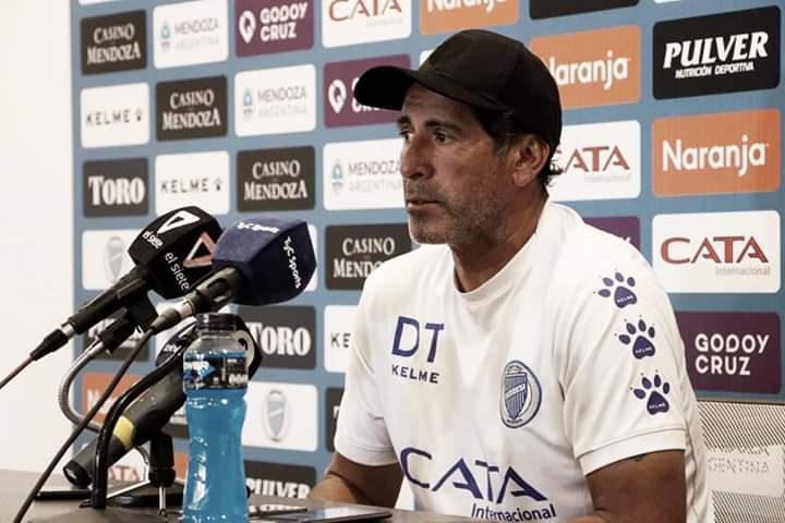 """El """"Negro"""" Gómez pasó por conferencia de prensa"""