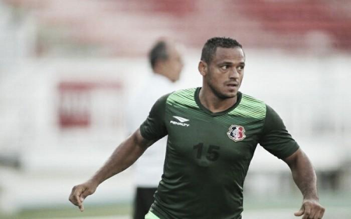 Marcinho assina contrato e é confirmado como novo reforço do Santa Cruz