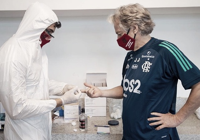 Jogadores e comissão técnica do Flamengo retornam ao CT para realização de testes para Covid-19